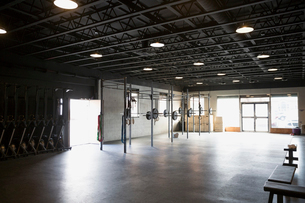 Vacant crossfit gym equipmentの写真素材 [FYI02285130]