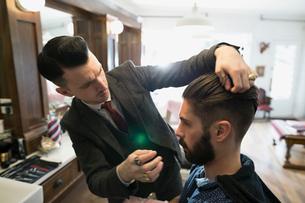 Barber styling manの写真素材 [FYI02285192]