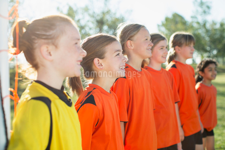 young female soccer players lined upの写真素材 [FYI02285647]