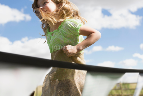 Young girl participating in a potato sack race.の写真素材 [FYI02285680]
