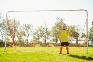 young female goalkeeper on girls soccer teamの写真素材 [FYI02285771]