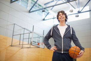 male college student in gym with basketballの写真素材 [FYI02285825]