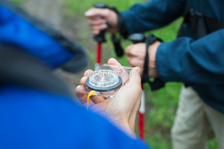 hikers checking direction with compassの写真素材 [FYI02285982]