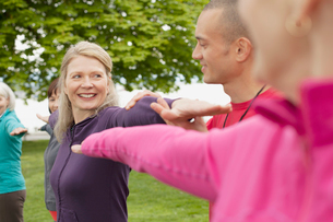 mature woman doing an outdoor workoutの写真素材 [FYI02286130]