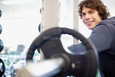 male college students in the fitness centerの写真素材 [FYI02286254]