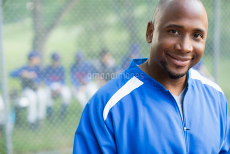 portrait of african american baseball coach with team in backgroundの写真素材 [FYI02286334]