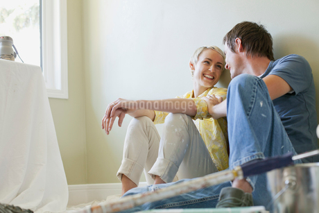 mid adult couple taking break from renovationsの写真素材 [FYI02286393]