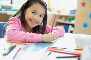 Portrait of cute, elementary student with pencil crayons.の写真素材 [FYI02286420]