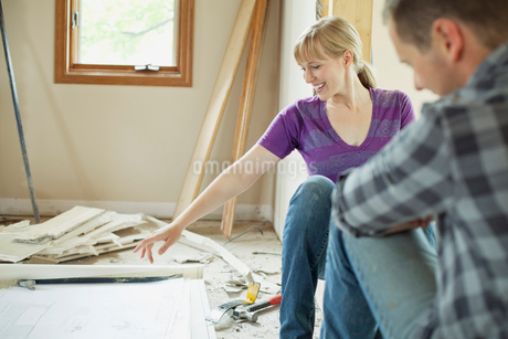 mid adult couple taking break from renovationsの写真素材 [FYI02286563]