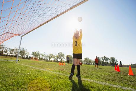 girls soccer team practicing their skillsの写真素材 [FYI02286645]