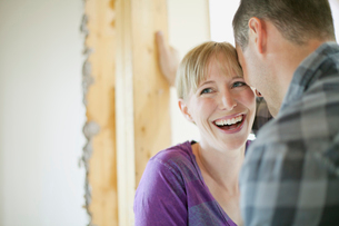 couple being affectionate while renovatingの写真素材 [FYI02286675]