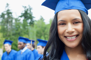 portrait of female graduate in cap and gownの写真素材 [FYI02286888]