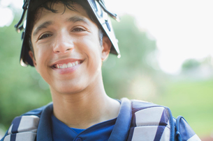 portrait of smiling young male baseball catcherの写真素材 [FYI02287150]