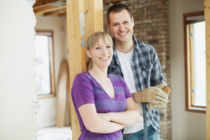 happy mid adult couple in house renovationの写真素材 [FYI02287177]