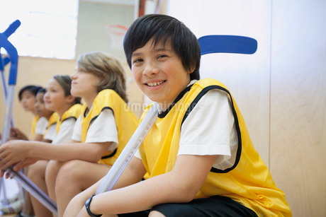Middle school students ready to play floor hockey.の写真素材 [FYI02287339]