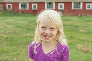 Portrait of cute blonde girl with toothy smile.の写真素材 [FYI02287412]