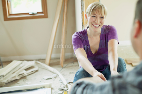 mid adult couple taking a break from renovationsの写真素材 [FYI02287465]