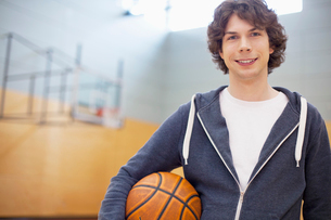 male college student in gym with basketballの写真素材 [FYI02287595]