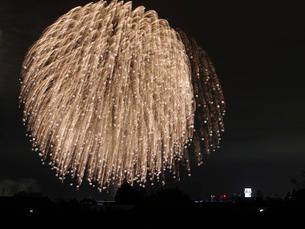 白根大凧合戦花火大会の打ち上げ花火の写真素材 [FYI02287885]