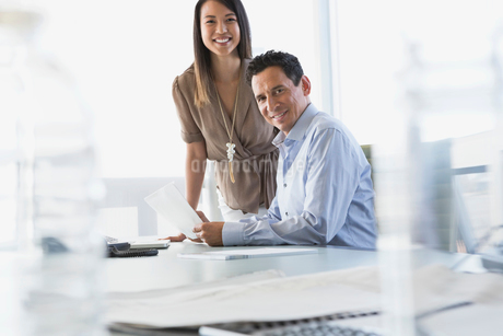 Portrait of business colleagues in board roomの写真素材 [FYI02288010]