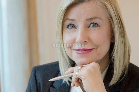 portrait of senior female executiveの写真素材 [FYI02288051]