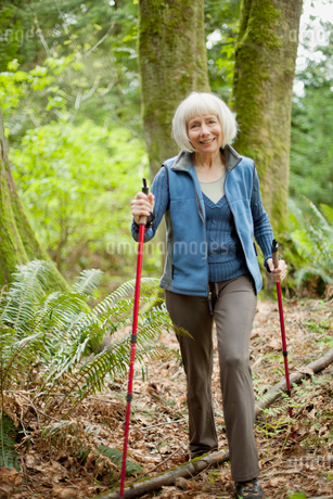 attractive senior woman out walkingの写真素材 [FYI02288140]