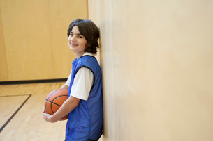Male, middle school student posing with basketball.の写真素材 [FYI02288269]