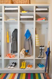 Well organized mud room with plenty of storage.の写真素材 [FYI02288366]