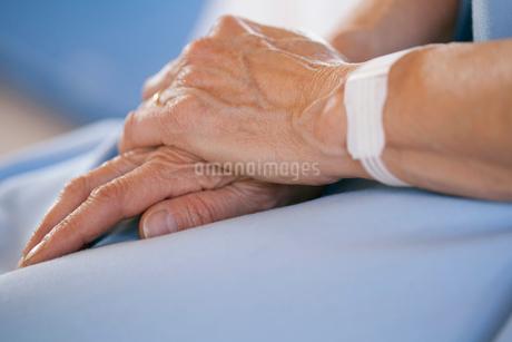 closeup of hands togetherの写真素材 [FYI02288386]