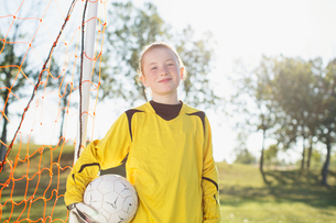 Young female soccer player by net.の写真素材 [FYI02288388]