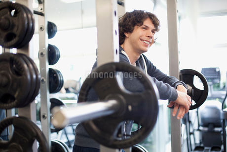 male college student in the fitness centerの写真素材 [FYI02288462]
