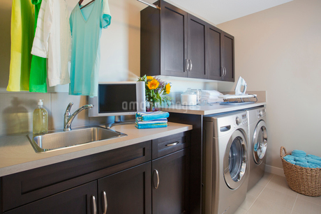 Modern laundry room with washer and dryer.の写真素材 [FYI02288515]