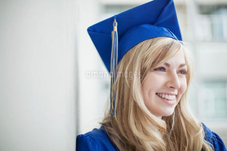 portrait of graduate in cap and gownの写真素材 [FYI02288626]
