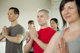 small group at yoga classの写真素材 [FYI02289162]