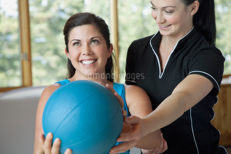 physical therapist guiding mid-adult womanの写真素材 [FYI02289213]