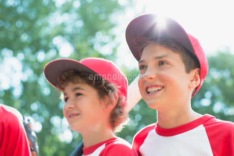 Young male baseball players standing together.の写真素材 [FYI02289246]