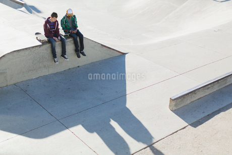 view from above of two teenage boys at skate-parkの写真素材 [FYI02289282]