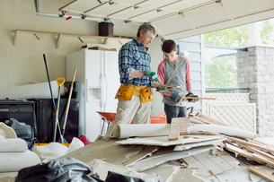 father and son in the garage with renovation materialsの写真素材 [FYI02289325]