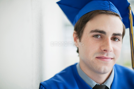 portrait of graduate in cap and gownの写真素材 [FYI02289562]