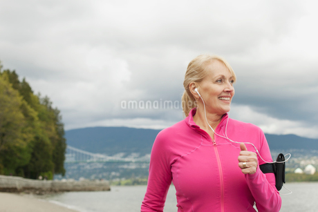 senior woman out joggingの写真素材 [FYI02289567]