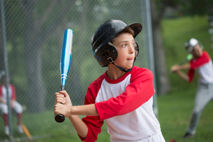 Young male baseball player up to bat.の写真素材 [FYI02289638]