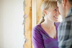 couple being affectionate while renovatingの写真素材 [FYI02289692]