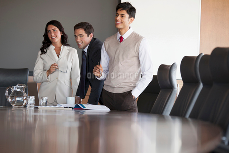 coworkers in conference roomの写真素材 [FYI02289864]