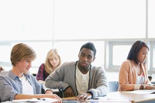 college students in classroomの写真素材 [FYI02289993]