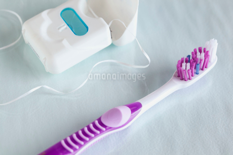 closeup of toothbrush and dental flossの写真素材 [FYI02290025]