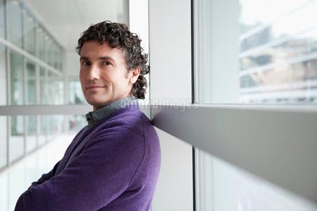 businessman in modern officeの写真素材 [FYI02290044]