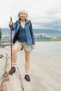 attractive senior woman out walkingの写真素材 [FYI02290232]