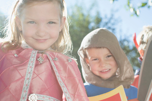 Children dressed as a princess and a knight.の写真素材 [FYI02290404]