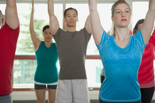 people stretching at yoga classの写真素材 [FYI02290576]