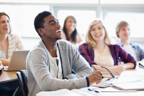 college students in classroomの写真素材 [FYI02290627]